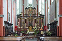 St. Salvator Basilika im Prüm – Chorraum mit Altar und Chorgestühl von 1731