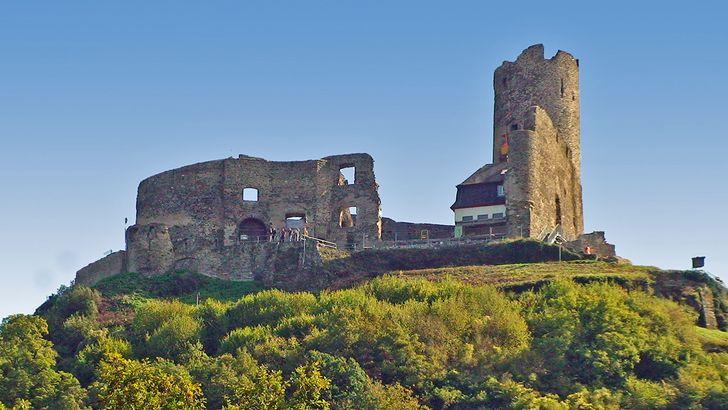 Die Ruine der Burg Landshut hoch über Bernkastel-Kues