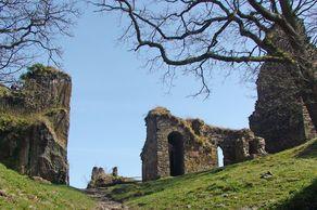 Burg Are bei Altenahr – Blick auf die Ruinen im Innenhof