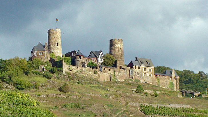 Burg Thurant oberhalb von Alken an der Mosel
