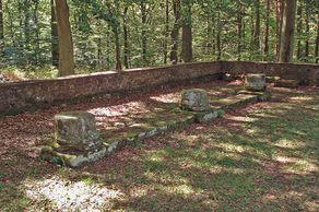 Römischer Tempelbezirk bei Pesch – Grundmauern der Versammlungshalle