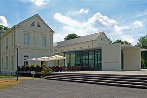 Max-Ernst-Museum Brühl – klassizistisches Gebäude mit modernen Erweiterungen
