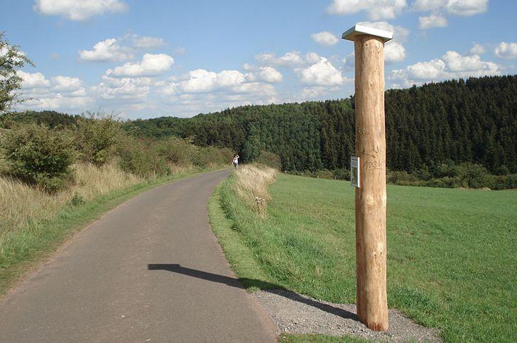 Erlebnisraum Römerstraße – Stele in Nettersheim an der Agrippastraße am römischen Ort MARCOMAGUS