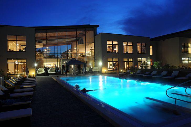 Bedburg monte mare – Schwimmbecken im Außenbereich © monte mare