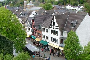 """Bad Münstereifel – Blick auf die """"Outlet-Stadt"""" in der Eifel"""