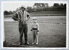 Meine FC-Geschichte: Norbert Conzen mit seinem Vater um 1961 im Hürther Stadion