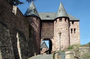 Burg Hengebach – Burgtor mit Fallgitter