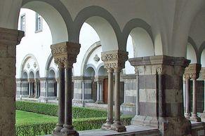 Abtei Brauweiler – romanischer Kreuzgang neben der Kirche