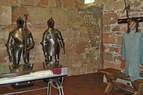 Burg Nideggen – Ritterrüstungen im Burgenmuseum