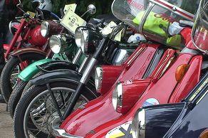Motorrad-Oldtimer-Treffen in Brühl-Kierberg mit Rollern, Mofas und Motorrädern