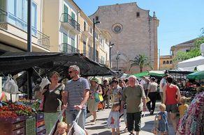 Santanyí – Markttag rund um die alte Kirche