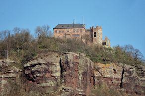 Burg Nideggen – auf einem steilen Sandsteinfelsen erbaut