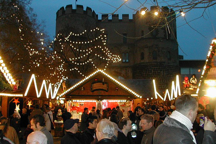 Nikolaus-Weihnachtsmarkt auf dem Kölner Rudolfplatz Fotos: © Gemeinschaft Kölner Schausteller eG
