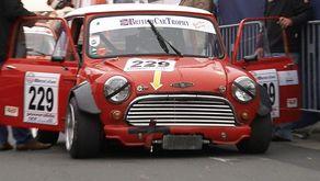 """In der Superserie """"Kampf der Zwerge"""" zeigen die Kleinwagen der 1960er und 1970er Jahre Motorsport-Geschichte"""
