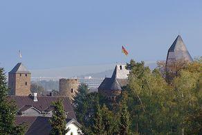 Blick auf Ahrweiler mit Toren und Türmen