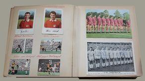 Meine FC-Geschichte: Seiten aus meinem Fußballalbum. Links Helmut Benthaus, Hans Schäfer und Szenen von Endspiel 1963, rechts zwei Mannschaftsfoto des 1. FC Köln (Meistermannschaft von 1962 mit Autogrammen).