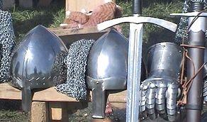 Eyneburg – Rüstungen beim Burgfest