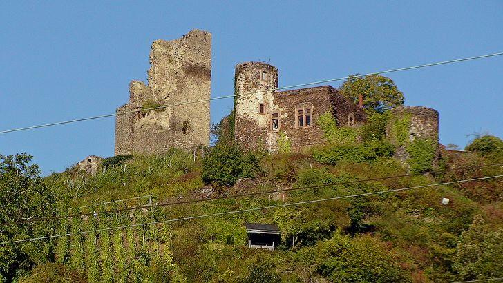 Klotten an der Mosel – die Burg Coraidelstein hoch über der Gemeinde