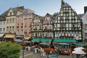 Linz am Rhein – Burgpaltz mit Fachwerkhäusern