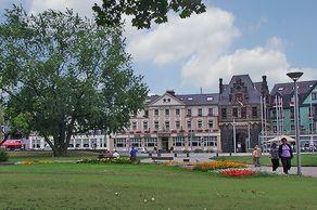 Andernach – Rheinpromenade mit Blick auf historische Häuser