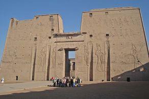 Ägypten – Pylon des Tempels von Edfu