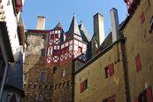 Burg Eltz – Innenhof der Burganlage