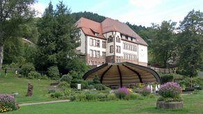 Alpirsbach – Blick auf die Konzertmuschel im Kurpark