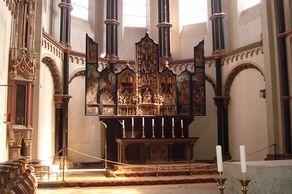 Münstermaifeld – Chorraum mit Altar der ehemaligen Stiftskirche