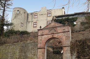 Bad Münstereifel – die Reste der Burg, heute Eifelburg genannt. Ein Restaurant ist dort zu finden.