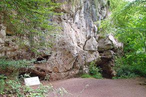 Kartsteinhöhle oder Kakushöhle – Eingang zur Höhle