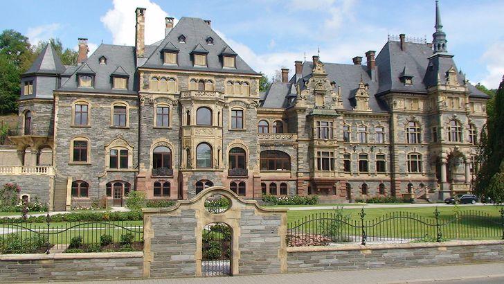 Schloss Lieser im gleichnamigen Ort an der Mosel