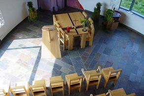 Sankt-Barbara-Kapelle in Buchet – der Innenraum der Kapelle hat keine Ecken.
