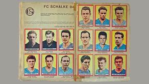 Seiten aus dem Fußball-Sammelalbum 1963/64 mit der Mannschaft von Schake 04. © Repro Rhein-Eifel.TV