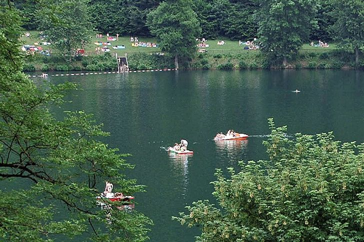 Badesee Gemündener Maar – Naturbad bei Daun © Foto Rhein-Eifel.TV