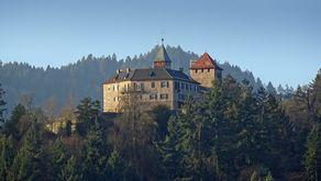 Oberhalb von Gernsbach liegt Schloss Eberstein, heute ein Hotel und Sternerestaurant