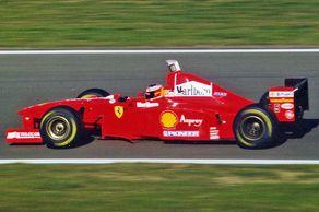 Michael Schumacher im Ferrari auf dem Nürburgring 1996