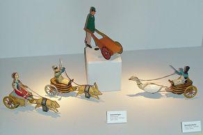 Blechspielzeug nach 1920 – Schweine- und Gänsekutschen und Lastenträger der Firma Stock