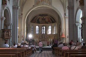 Koblenz – St. Kastor – Innenraum der älteste Kirche in Koblenz im romanischen Stil
