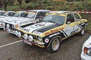 Rallye Köln-Ahrweiler – Parade der Fahrzeuge. Im Vordergrund der Opel Ascona vom Serienmeisterteam Berlandy/Schaaf.