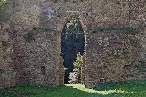 Burg Neublankenheim - südliche Maueröffnung
