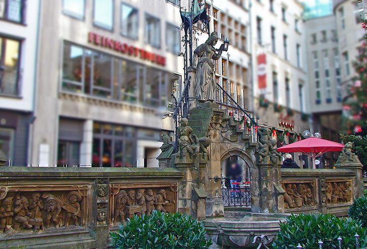 Köln – Heinzelmännchenbrunnen vor dem Brauhaus Früh