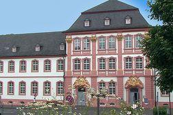 Prüm – ehemalige Klostergebäude neben der Basilika, heute Gymnasium