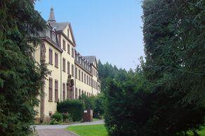 Kloster Himmerod – Abteigebäude mit Park