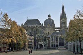 Aachener Dom – Nordansicht mit angebauten Kapellen
