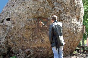 Lavabombe in Strohn mit Besucher