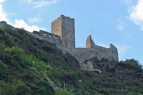 Ruine der Niederburg in Kobern mit dem dreigeschossigen 20 Meter hohen Bergfried