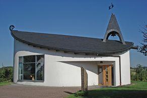 Sankt-Barbara-Kapelle in Buchet – Grundriss in Form eines Buchenblattes