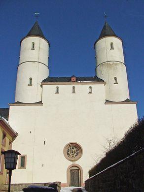 Kloster Steinfeld in der Eifel – mächtige Türme der Kirche