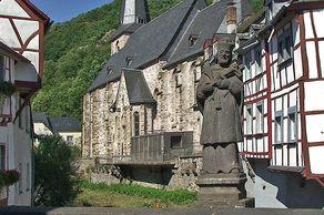 Monreal in der Eifel – Blick auf die Kirche