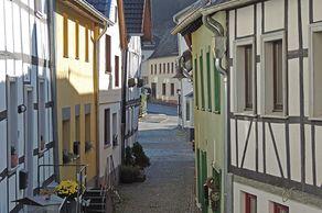 Heimbach – Gasse mit Fachwerhäusern im Ortskern
